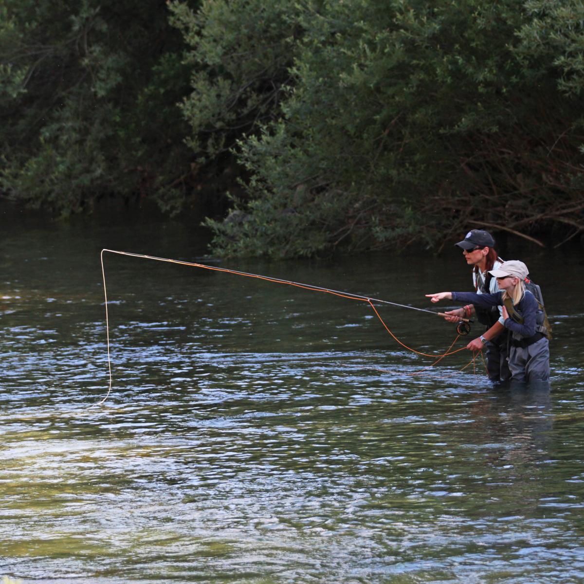 Fliegenfischerinnen an der Savinja in Slowenien