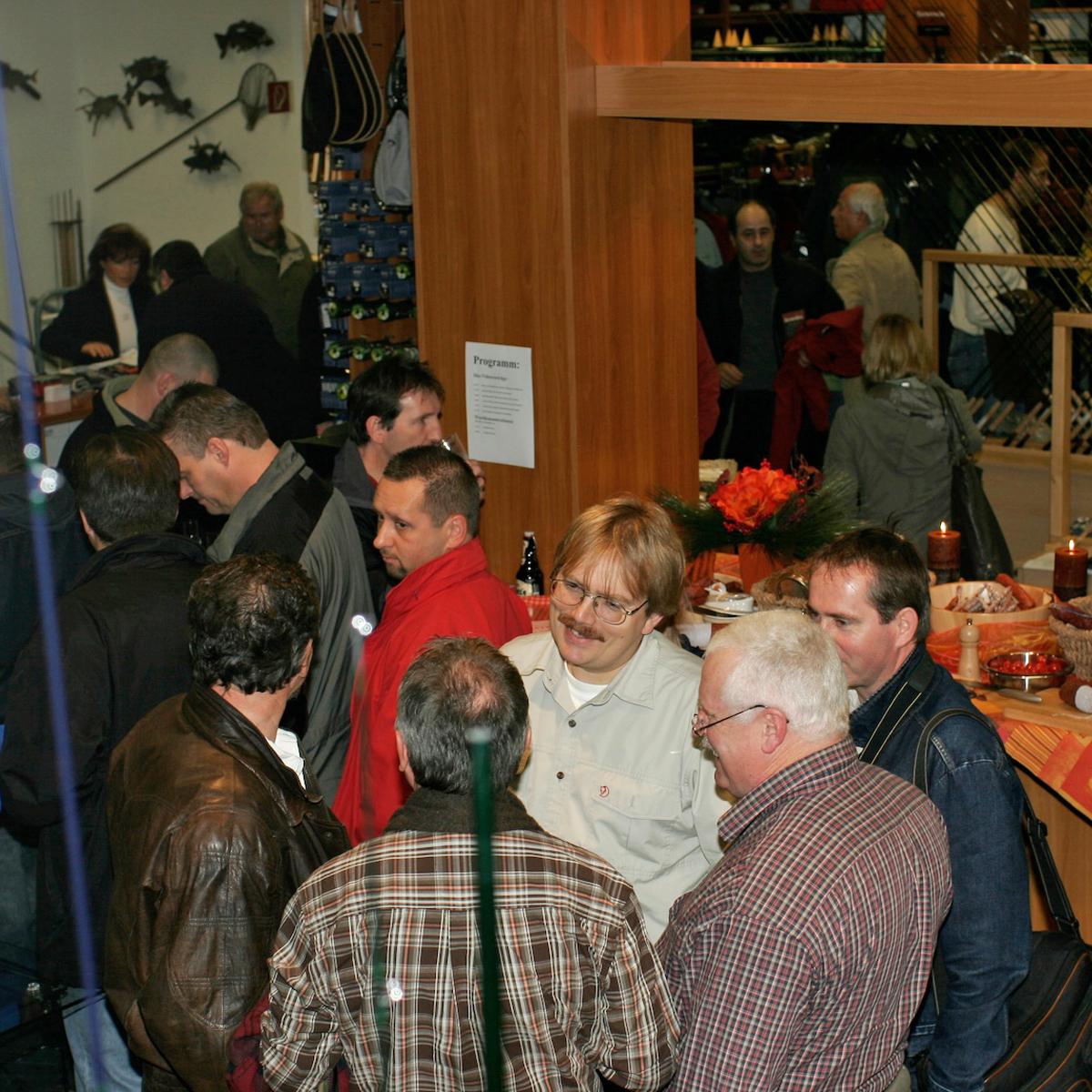 Besucher auf der Hausmesse von Flyfishing Europe