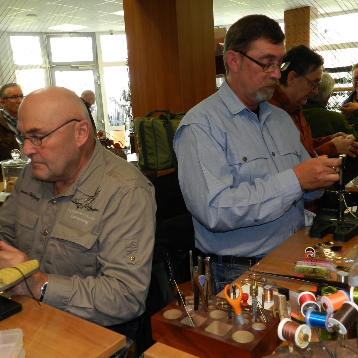 Fliegenbinder Wolfgang Wagner und Don Schrot