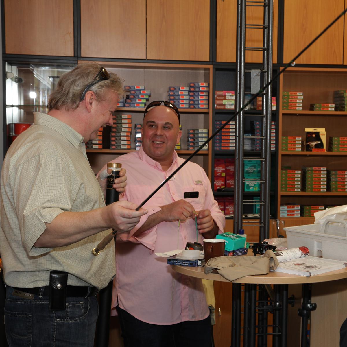 Andre Scholz beim Schusskopf vorbereiten