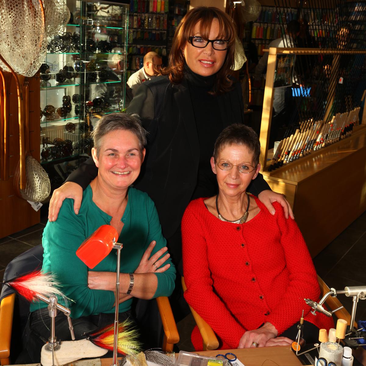 Mirjana Pavlic mit Fliegenbinderinnen