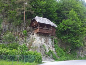 Haus auf Fels in Slowenien
