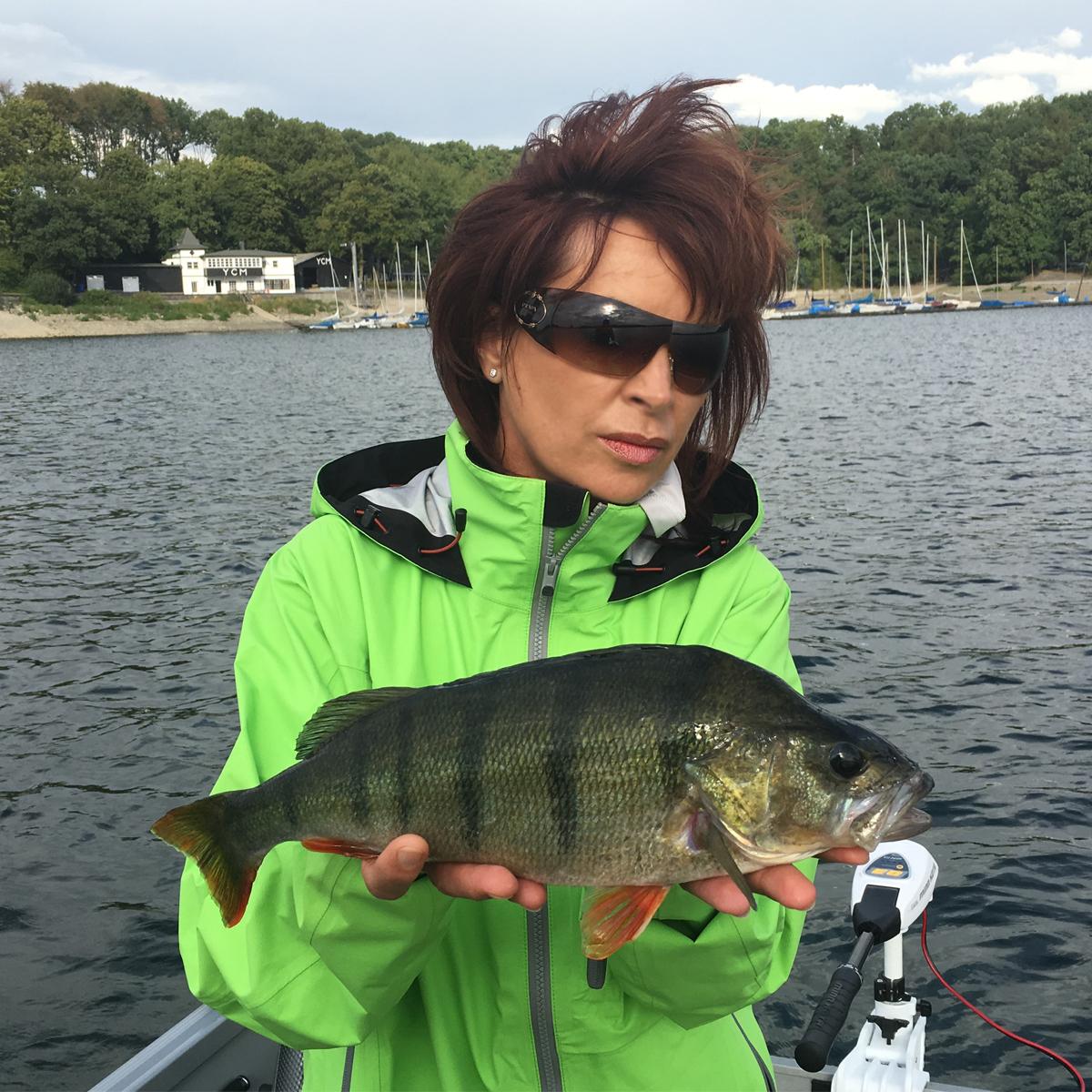 Mirjana Pavlic mit Barsch aus dem Möhnesee
