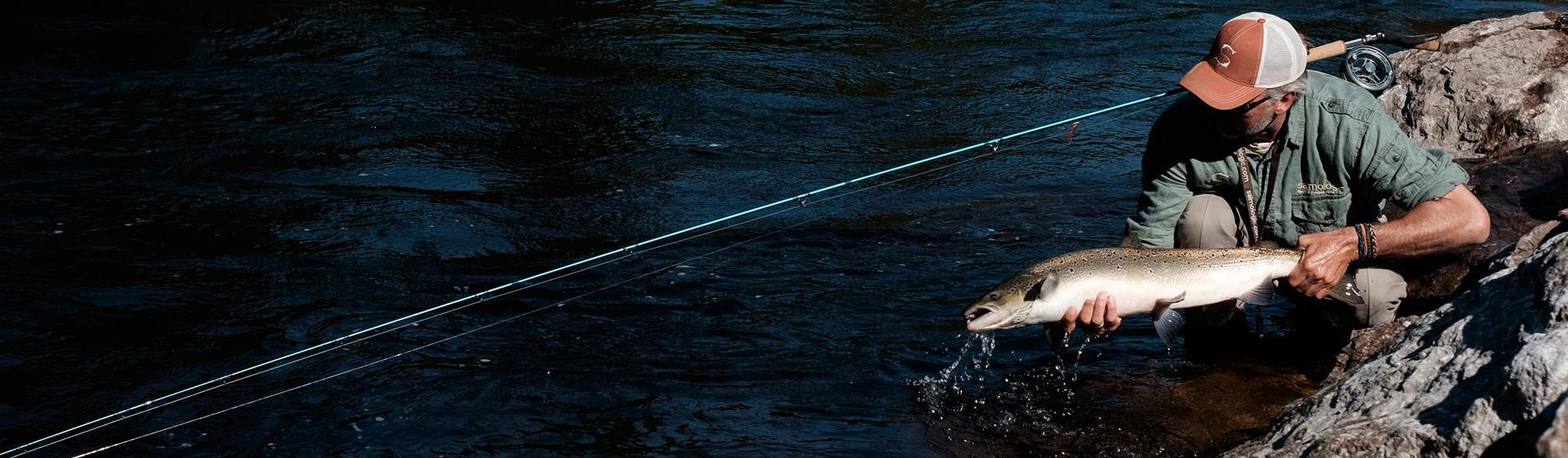 Henrik Mortensen beim Fliegenfischen auf Lachs