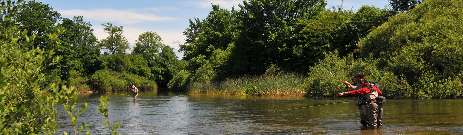 Fliegenfischerkurs am Fluss